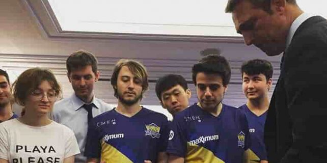 Ali Koç, Fenerbahçe Espor Takımını ziyaret etti